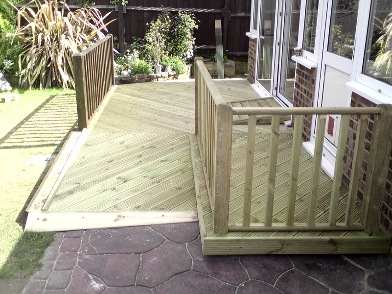 Decking installers medway maidstone chatham decking for Garden decking maidstone