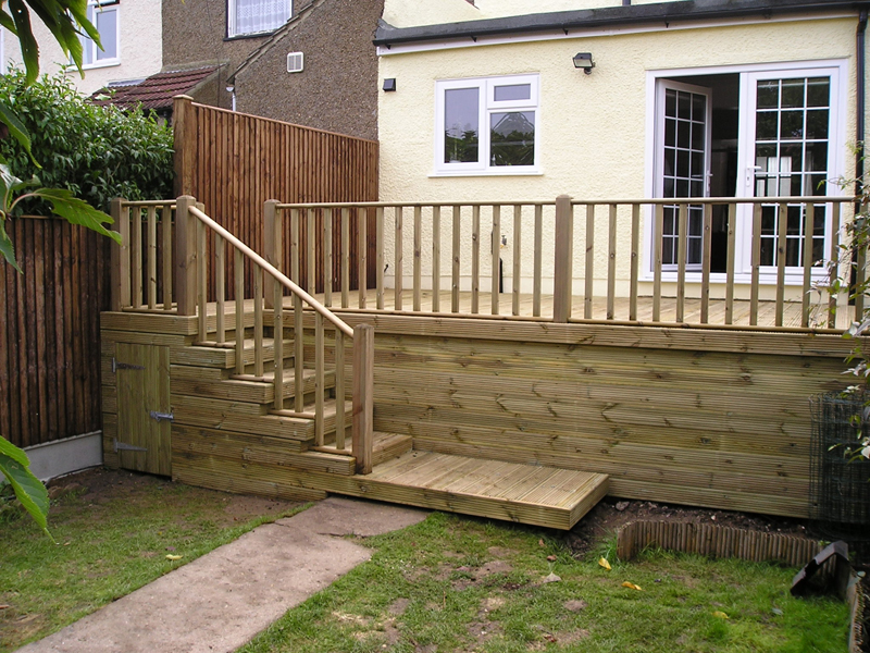 Decking fitters medway maidstone chatham decking for Garden decking maidstone